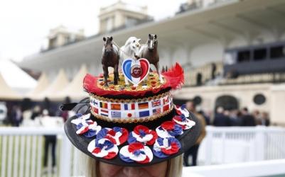 Arc 2018, Un singolare cappellino