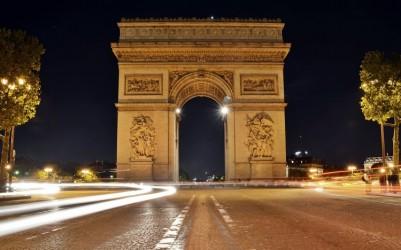 L'Arc-de-Triomphe questa sera è illuminato dallo sfolgorìo di Enable e Frankie Dettori